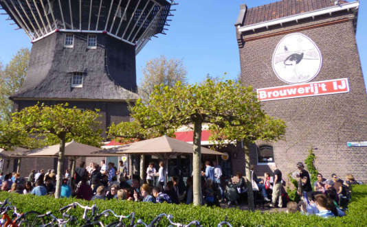 Brouwerij't IJ fait brasserie et pub à la fois.