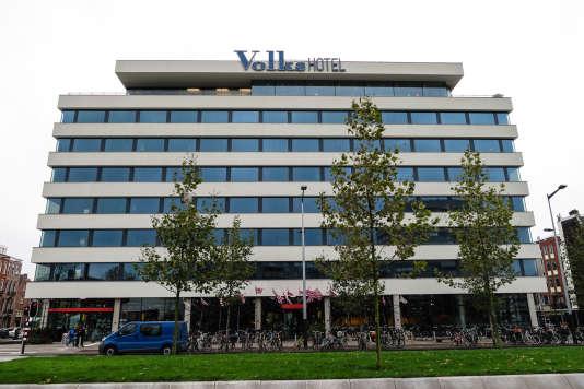 Le Volkshotel est surmonté du club Canvas.