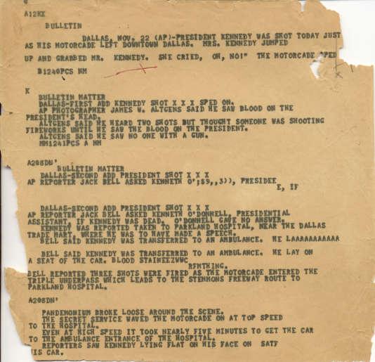 Une dépêche d'agence rapportant l'assassinat du président John F. Kennedy à Dallas, datant du22 novembre 1963.
