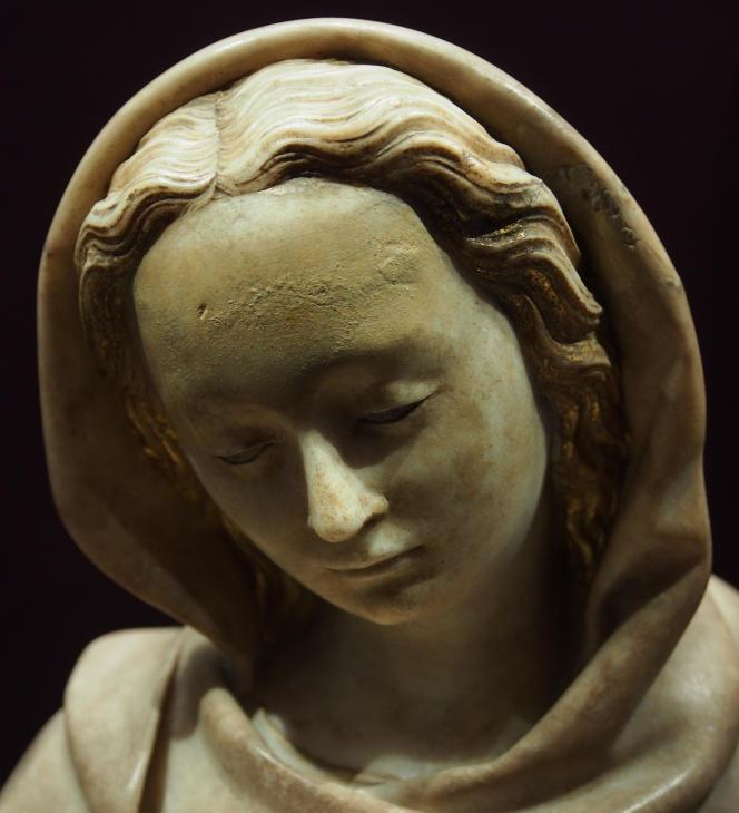 Statue d'albâtre d'une sainte datant du XVIe siècle.