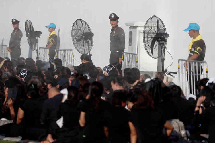 Ces dernières années, de nombreux Thaïlandais ont été condamnés à de lourdes peines pour avoir diffamé le roi.