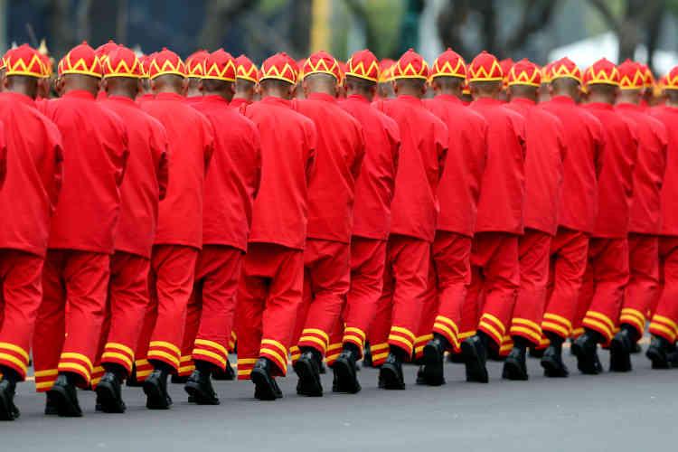 Pour les nombreux Thaïlandais massés dans l'attente du convoi, après avoir passé la nuit dans la rue pour nombre d'entre eux, le roi Bhumibol était le«Père de la nation».