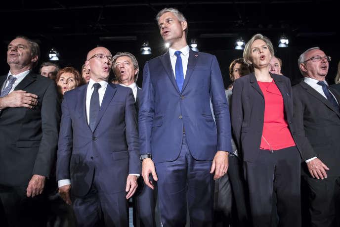 Laurent Wauquiez, entouré de ses soutiens, lors d'un meeting à Mandelieu-la-Napoule (Alpes-Maritimes), le 25 octobre.