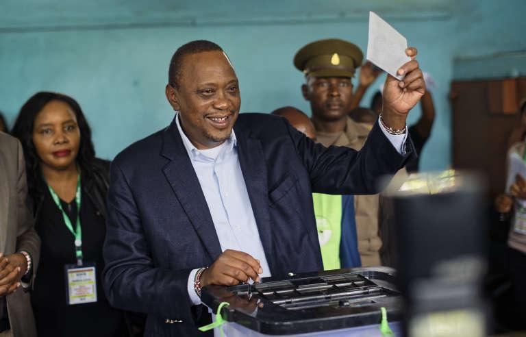 Le président sortant Uhuru Kenyatta, vote, le 26 octobre, à Gatundu.