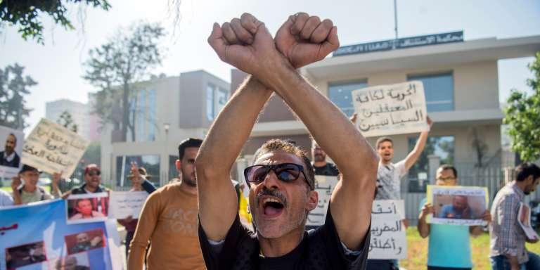 Manifestation pour la libération de Nasser Zefzafi, un des leaders du mouvement du Rif, à Casablanca, le 24 octobre.