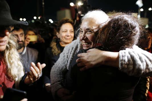 Idil Eser, directrice d'Amnesty International Turquie, lors de sa remise en liberté, jeudi 26 octobre, à Istanbul.