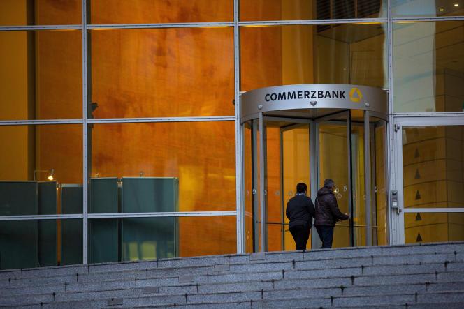 «Jusqu'à présent, c'était plutôt avec Deutsche Bank (DB) que les observateurs croyaient déceler une idylle» (Photo: siège de la Commerzbank, à Francfort, en 2016).