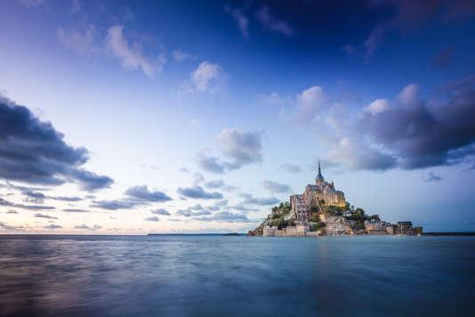 Le mont Saint-Michel lors des grandes marées.
