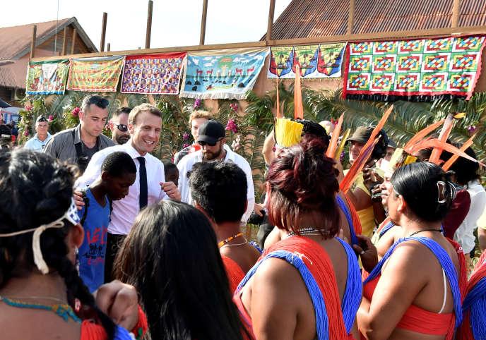 Emmanuel Macron en visite à Maripasoula (Guyane), jeudi 26 octobre.