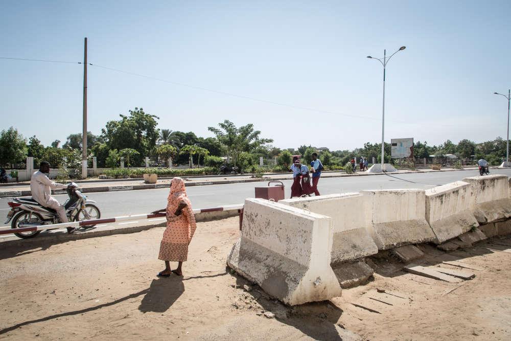 Devant l'entrée des locaux du HCR à N'Djamena.