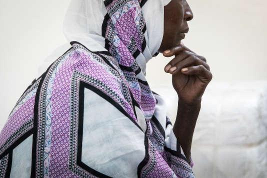 Améné est darfourie, elle a passé plus de dix ans dans un camp de réfugié au Tchad. Mère de famille, elle est candidate à la réinstallation en France dans le cadre de la mission Ofpra. L'entretien est mené par un Officier de Protection de l'Ofpra