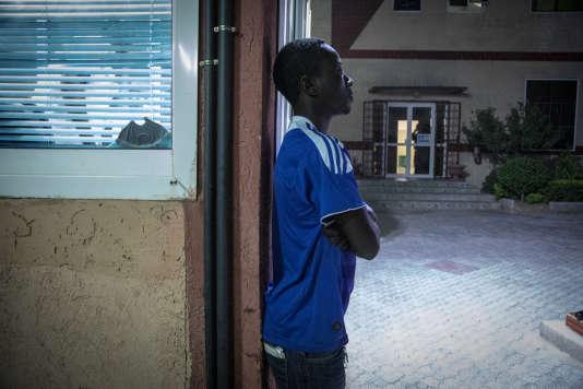 Ababar a quitté Bangui en décembre 2013, au moment où son quartier brûlait. Il a perdu sa femme et son bébé dans le conflit centrafricain. Il a 20 ans aujourd'hui.