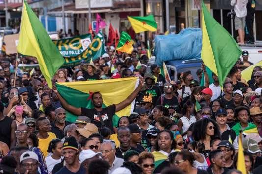 Manifestation dans les rues de Cayenne, le 26 octobre durant la visite du président Emmanuel Macron dans ce départyement ultramarin.