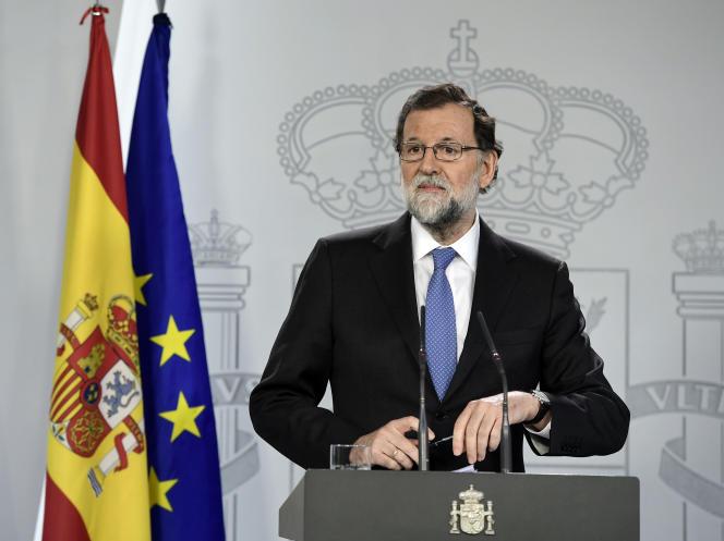 Le premier ministre espagnol, Mariano Rajoy annonce la dissolution du Parlement catalan, à Madrid, le 27 octobre.