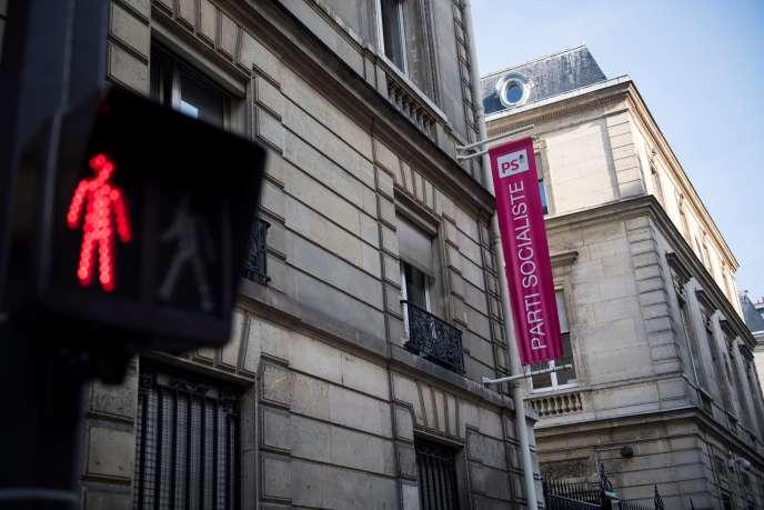 «L'ancien président de la République se défend de rouler pour un candidat. Dans une Europe où la social-démocratie est partout en crise, il juge que le PS doit garder le cap social-démocrate et proeuropéen» (Le siège du PS, rue de Solférino, à Paris).