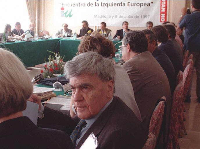 Didier Motchane à Madrid lors d'un meeting contre l'OTAN et le traité de Maastricht, le 5 juillet 1997.