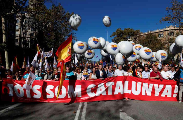 « Nous sommes tous la Catalogne», peut-on lire sur cette banderole.