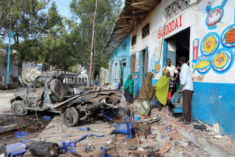 Deux véhicules piégés ont explosé à proximité d'un hôtel de Mogadiscio, samedi 28octobre.