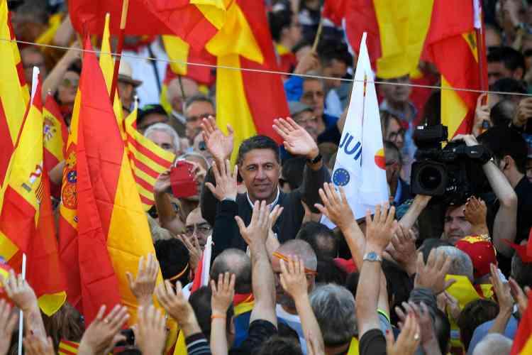 Le chef de file du Parti populaire (PP) en Catalogne, Xavier Garcia Albiol, a participé à la manifestation, qui avait des airs de précampagne électorale.
