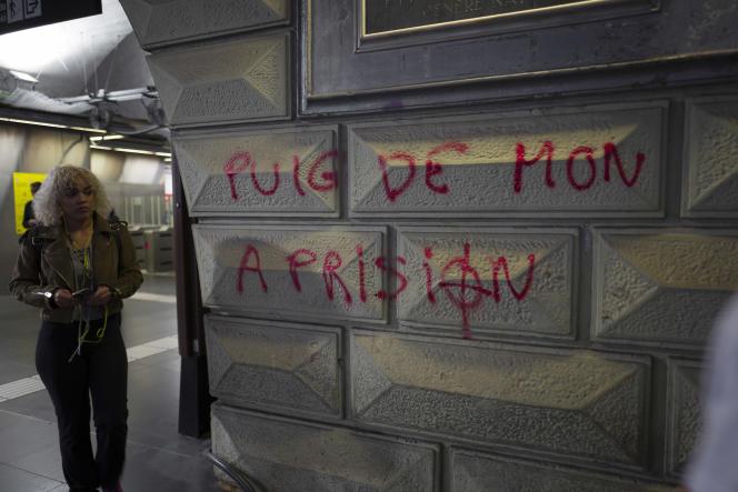 Graffiti d'extrême droite demandant la prison pour le président catalan Carles Puigdemont, à Barcelone, le 28 octobre.