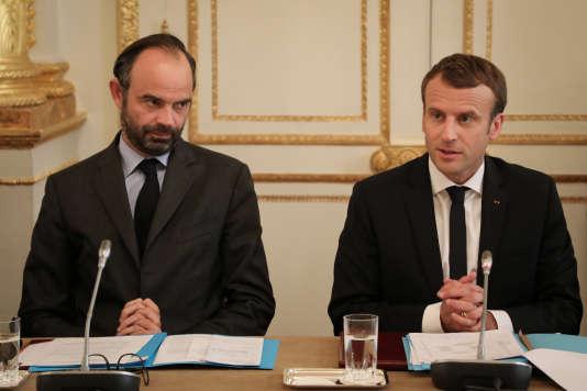 Le premier ministre, Edouard Philippe, et le président, Emmanuel Macron, le 30 octobre 2017 à Paris. La suppression du régime de Sécurité sociale étudiant était une promesse du candidat Macron.