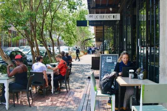 Au croisement des rues Fox St. et Kruger St., terrasse de Eat your Heart out.