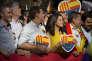 «Pour mobiliser les soutiens populaires, justifier les appétits du pouvoir et les égoïsmes économiques, les dirigeants et les élites politiques régionaux n'hésitent pas à sortir de leur boîte à outils des slogans populistes, réveillant passions nationales ou religieuses. » (Photo: manifestation des unionistes espagnols.)