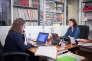 Dans les locaux de l'AVTF à Paris, le 26 octobre. Clémence Joz, juriste, s'occupe comme les autres juristes de l'association de la permanence téléphonique quotidienne.