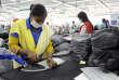 Une employée de l'entreprise Classic Fashion Apparel, sur la zone industrielle Al-Hassan, près d'Irbid (nord de la Jordanie), en septembre.