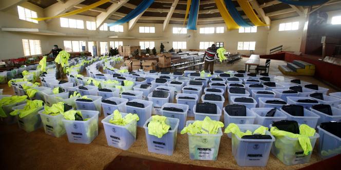 Le 26 octobre 2017, jour d'élection présidentielle, les urnes des quatre comtés de l'ouest du pays réunies à Kisumu-Centre sont vides. L'opposition avait appellé à boycotter le scrutin.