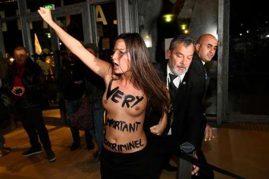 Manifestation des Femen accusant Roman Polanski, devant la Cinémathèque à Paris, le 30 octobre.