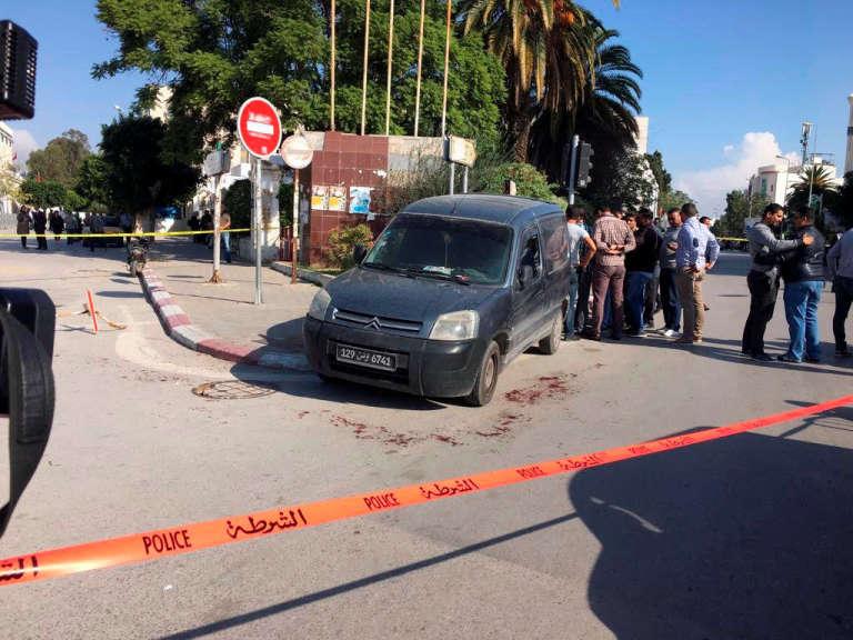 Près du Parlement de Tunis, sur les lieux de l'attaque, mercredi 1er octobre.