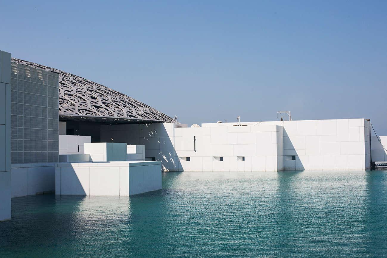 Le Louvre Abu Dhabi est le premier de trois musées à ouvrir ses portes dans le district culturel de Saadiyat. Devraient suivre un Guggenheim, conçu par Frank Gehry, et le Zayed National Museum, confié à Norman Foster.