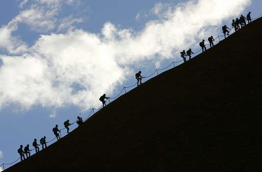 Aujourd'hui, le rocher est entouré d'une chaîne, et un panneau d'information estdisposé à l'attention destouristes.