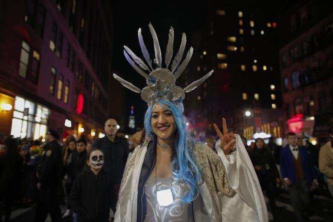En attente de la parade d'Halloween dans les rues de New York, mardi 31 octobre.