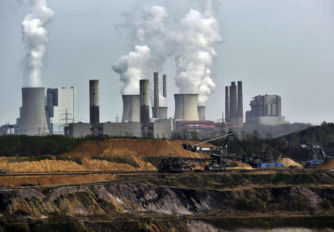 Mine de charbon à ciel ouvert près de la centrale électrique deGrevenbroich (Allemagne), en 2014.
