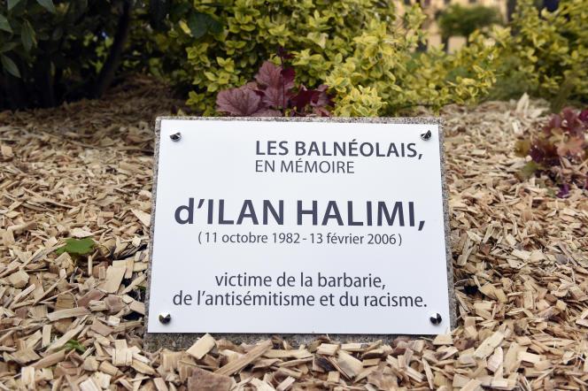 La stèle en mémoire d'Ilan Halimi, posée à Bagneux, avait été remplacée en 2015 après une première profanation.
