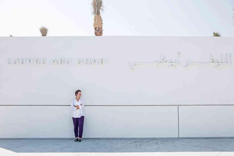 Le coût de construction du musée a été initialement estimé à près de 600millions d'euros. D'une durée de 30 ans, l'accord, qui inclut la marque Le Louvre et l'Agence France-Muséums, l'organisation d'expositions temporaires, totalise un milliard d'euros - ici, l'architecte libanaise Hala Wardé, associée de Jean Nouvel, le 11 novembre.