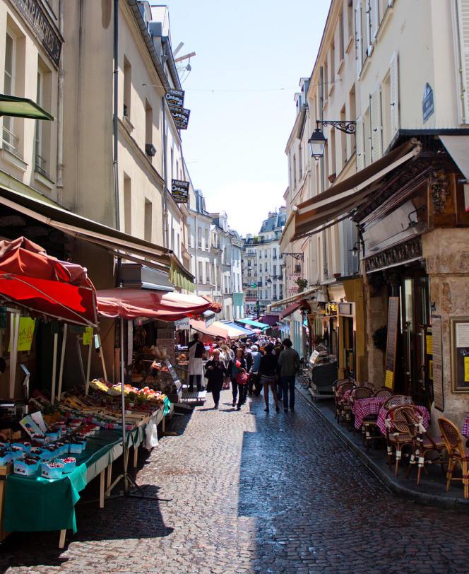 La rue Mouffetard, dans le 5e arrondissement de Paris.