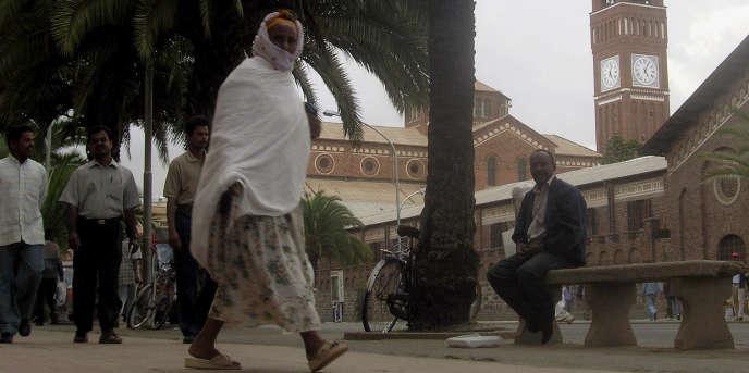 Devant l'église catholique d'Asmara construite par les italiens. Photo prise le 22 juin 2006.