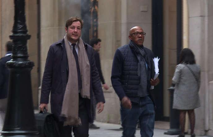 Frankie Fredericks (à droite) et son avocat, jeudi 2 novembre, à Paris.