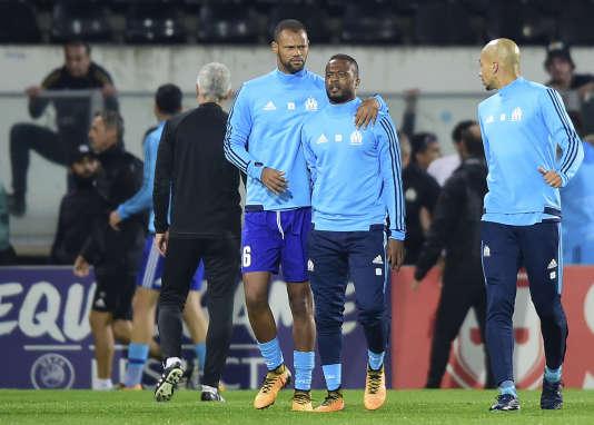 Patrice Evra, ramené au calme par Rolando, avait frappé un supporteur d'un coup de pied spectaculaire avant le match face à Guimaraes.