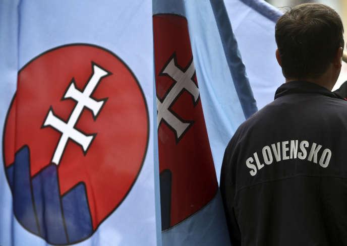 Un partisan du SNS, le parti d'extrême droite slovaque, à Komarno, en juin 2010.