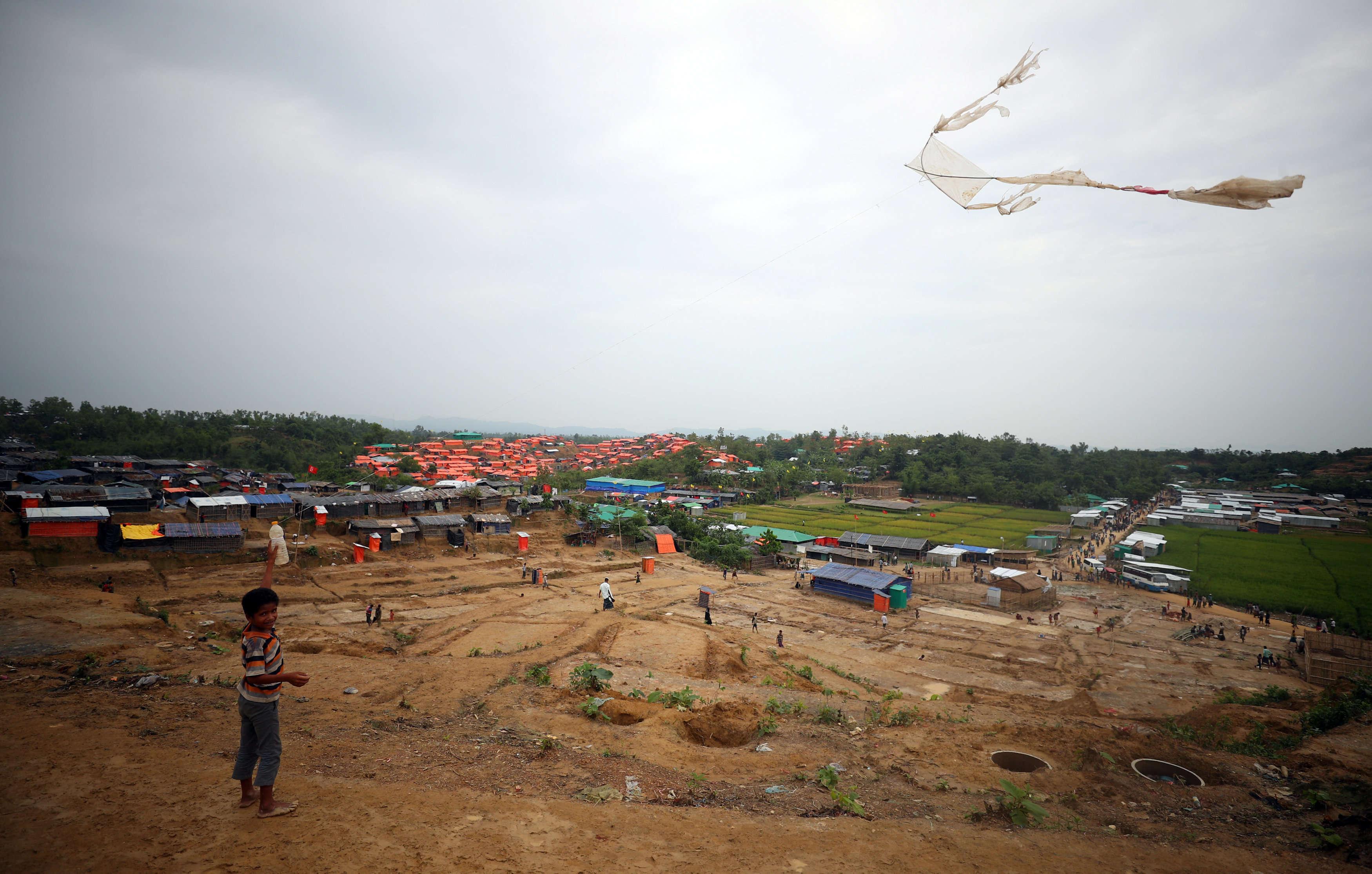 Vue sur un camp de réfugiés, à Palong Khali, sud du Bangladesh, le 1er novembre. Le choléra est une véritable « bombe à retardement » qui guette les milliers de Rohingya arrivés au Bangladesh, a averti le patron de la Fédération internationale des sociétés de la Croix-Rouge et du Croissant-Rouge (FICR).