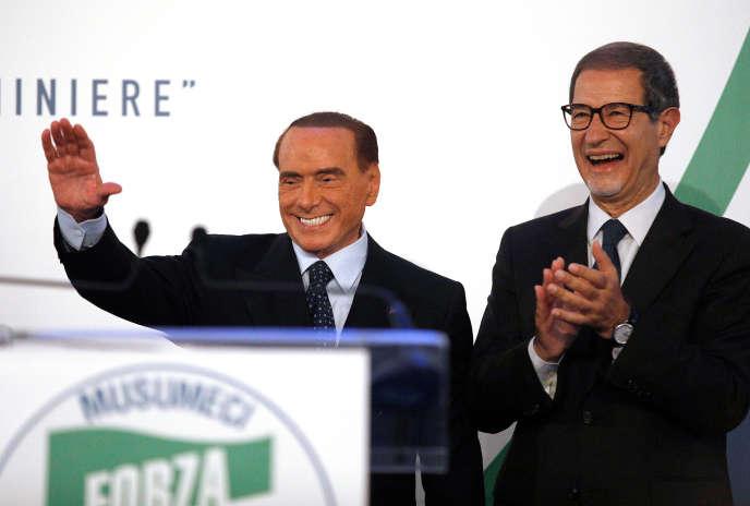 Nello Musumeci avec le président de Forza Italia, Silvio Berlusconi, à Catane, en Sicile, le 2novembre.