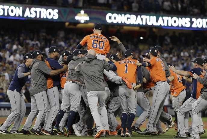 Les Astros célèbrent leur succès à Los Angeles.