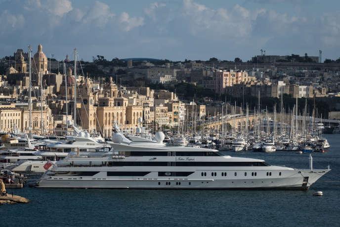 L'«Indian Empress»,yacht appartenant au milliardaire indien Vijay Mallya, dans un port de La Valette,le 29 octobre 2017.