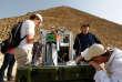 Installation des détecteurs du CEA devant la face nord de la pyramide de Khéops.