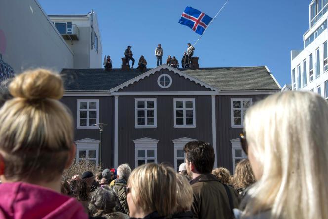 L'Islande est devenu le premier pays au monde à voter une loi obligeant les entreprises de plus de 25 salariés à appliquer la parité dans les salaires.
