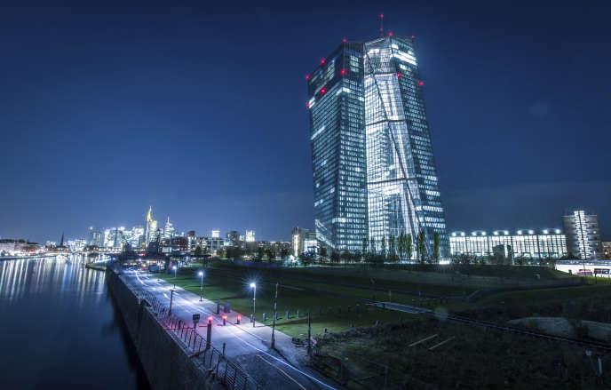 «la BCE doit favoriser le financement des investissements matériels et de recherche répondant à des critères précis en matière économique, sociale et écologique» (Siège de la Banque centrale européenne à Francfort).